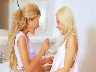 mačiatko, lesbička, blondínka