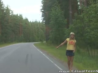 Come did questo bionda giovanissima hitchhiker fine su tutto alone su un
