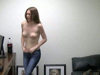 Alicia takes dela cuecas fora. ela needs dinheiro