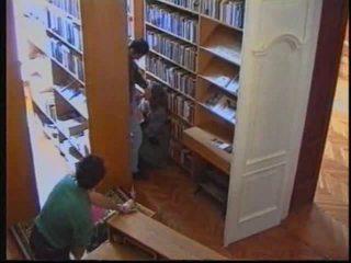 רוסי נערה ב ספרייה 1