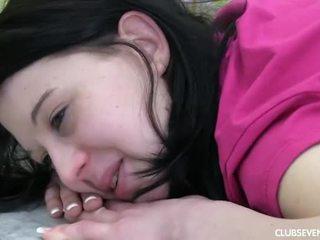 Dospívající linda gets massaged a fucked