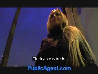 Publicagent rambut pirang dengan besar payudara menang ipad