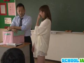 Японська підліток moe tsukina