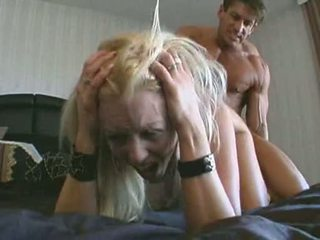 Slecht floozy brittney skye receives haar mond dripping met vers lul juice
