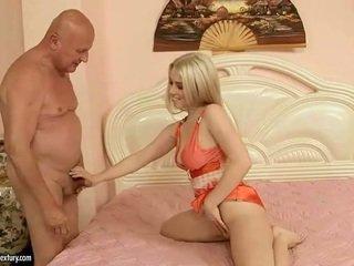 아름다운 비탄 having 섹스 와 할아버지