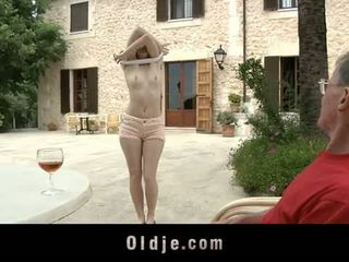 Oldje: denisa heaven screwed par an vieux homme outdoors