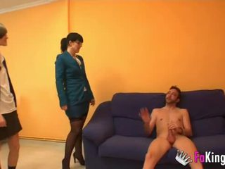 Вчитель montse teaches ainara для бути a добре блудниця.