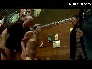 Flicka disgraced i offentlig tied arms getting ögonbindel körd tuttarna rubbed cum till mun i den restaurant