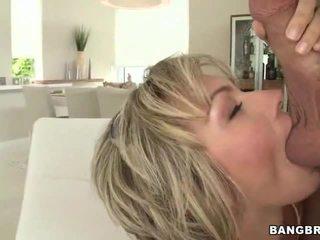 Big Natural Tit Milf Gives Head