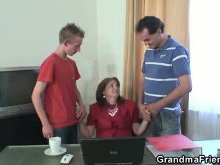 שובבי סבתא takes two rods