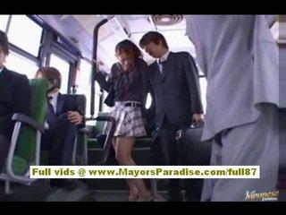 Nao yoshizaki sexy asiatisk tenåring på den buss