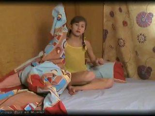 Manželka jenny velmi roztomilý mladý hledáte němec dospívající malé kozičky proužek show