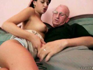 Стар farts и горещ тийнейджъри having steamy секс