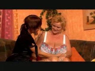 Liels breasted lesbiete vecmāmiņa