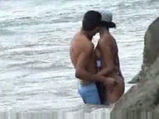 他妈的 在 海滩 baecause 思想 nobody was 寻找 视频