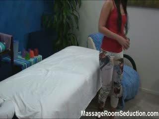 Seksual 18 year old tutulan on massaž room şpion kamera!