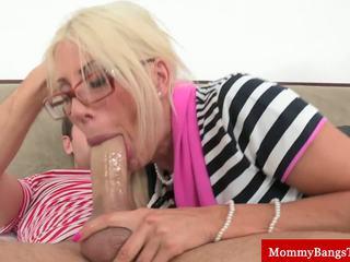Gaja mãe bumped em frente de youngster