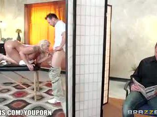 Brazzers - leya falcon gets geneukt door haar masseuse
