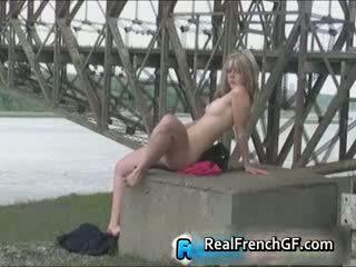 Ýabany under the bridge jemagat öňünde fransuz