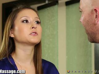 Nuru massage membre fantasy chaud mère gets huilé et facialed