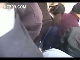 Japoneze nxënëse derdhje jashtë fucked në treni 02