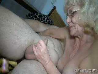 סבתא 'לה, בוגר, בלונדינית
