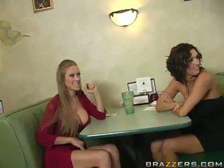 Abby rode ו - dylan ryder לפתות a waiter ו - מניה שלו python