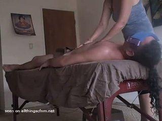 Milf Sees Hard Dick During Lomi Lomi Massage