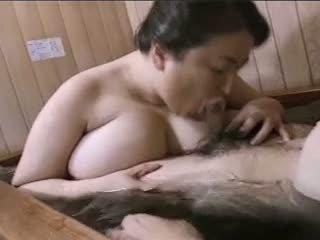 Asiática madura grande y bella mariko pt2 bath (no censorship)
