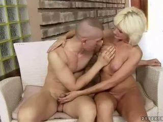 Голям бюст дебели баба enjoys трудно секс