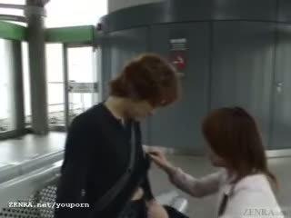 Subtitled 日本語 公 口交 和 streaking 在 火車
