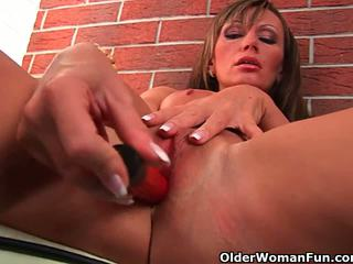 41 year old soccer mom with big tits fucks a dildo