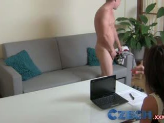 Ceko seks lapar milf exploits malu tiang di pencarian karakter