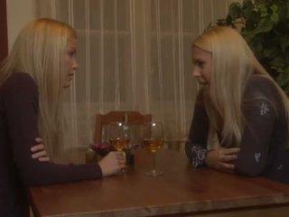 Brandy sonrisa y sophie moone lesbianas diversión