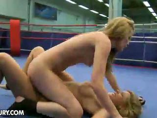 Nudefightclub ของขวัญ cindy หวัง vs sophie moone