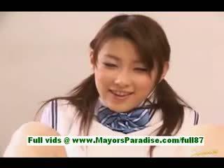 Akane sakura mladý japonská školačka v lůžko