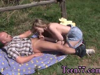 Abby throating pulgakomm õues