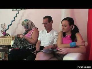 할머니 여성 여성 남성 삼인조