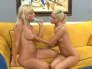 Christine alexis jamming dildo do jessica lynns tigh twat jako ona licks clit