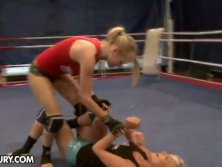 Nudefightclub presentes laura cristal vs michelle