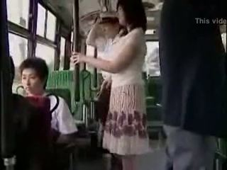 Surpresa hanjob em autocarro com double feliz ending