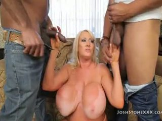 Kayla kleevage 膚色 鋼棒