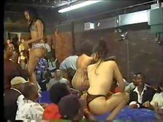 Danseurs menjijikan 2part1-dancehall-skinout.