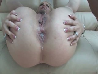 Kelly Leigh opens wide her holes for huge sausage