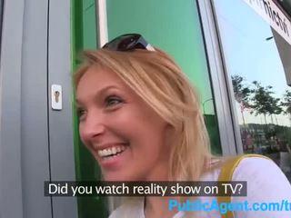 Publicagent hun gets spit-roasted outdoors til få ekte tv jobb