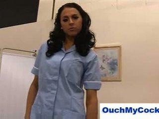 Szemérmetlen ápolónő louise jenson gives beteg egy harsh faszverés