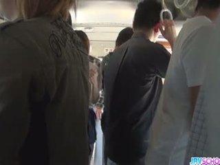 Écolière yuna asiatique pipe et public baise
