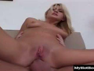 Bionda giovanissima stacy thorn meets su con suo uomo per sesso e lui