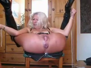 Milf Squirting By Extrem Anal Fisting