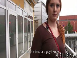 Milzīgs krūtis čehi meitene fucked uz autobuss apstāties par daži nauda